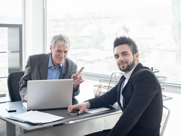 Colloquio di lavoro per nuovi uomini d'affari e dirigenti