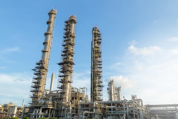 Colonna, colonna nella centrale elettrica. impianto di separazione del gas.