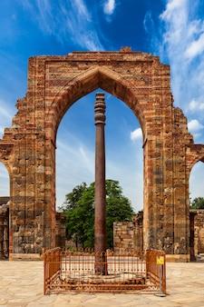 Colonna di ferro nel complesso di qutub