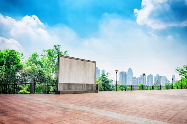 Colonne costruzione progetto residenza alloggiamento