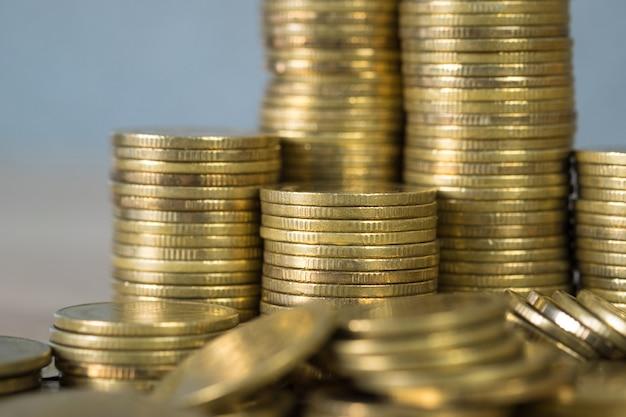 Colonne di monete d'oro