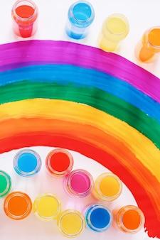 Colore brillante. bandiera gay lgbtq. felicità, libertà e concetto di amore per le coppie dello stesso sesso. pride day e arcobaleno.