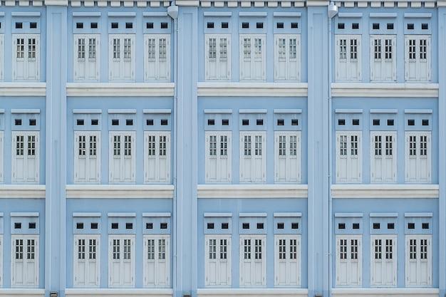 Colore pastello blu chiaro delle finestre, fondo astratto del modello