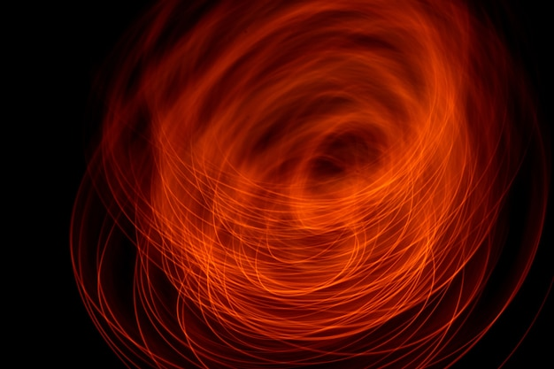 Colore rosso neon vibrante in vortici astratti