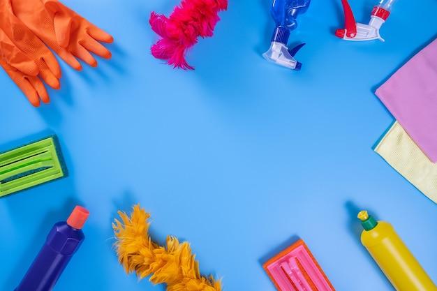 Colorful pulizia cucina, bagno e altre stanze concetto di servizio pulito