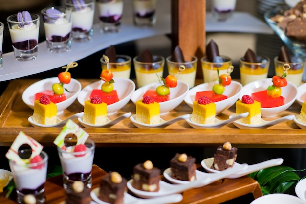 Colpi di vetro pasticceria, cibo catering per matrimoni, cibo mini tartine