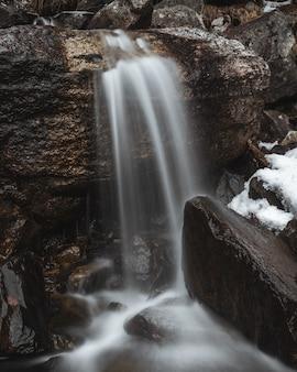 Colpo a cascata con una lunga esposizione