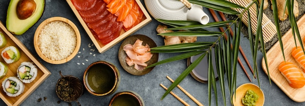 Colpo ambientale degli ingredienti per i sushi