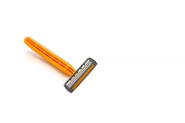 Colpo arancio dello studio del rasoio isolato su fondo bianco.