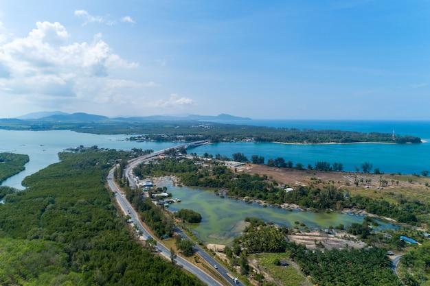Colpo del fuco di vista aerea del trasporto di immagine di phuket tailandia del ponte di sarasin
