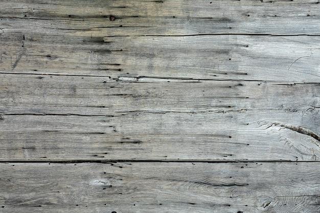 Colpo del primo piano di diversi pezzi di legno grigio uno accanto all'altro