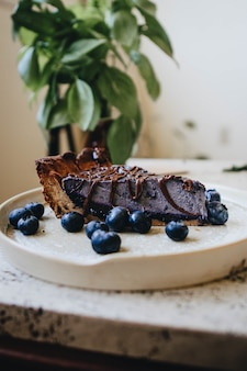 Colpo del primo piano di una torta deliziosa del mirtillo