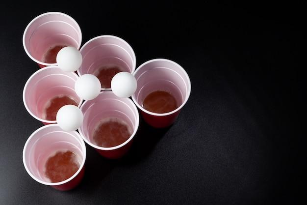 Colpo di natura morta di un gioco di birra pong