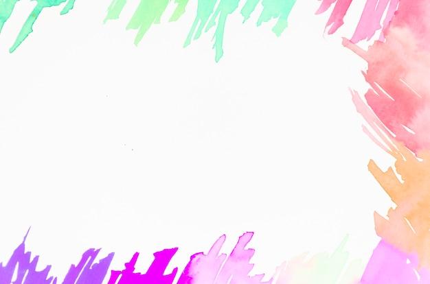 Colpo di pennello colorato su sfondo bianco