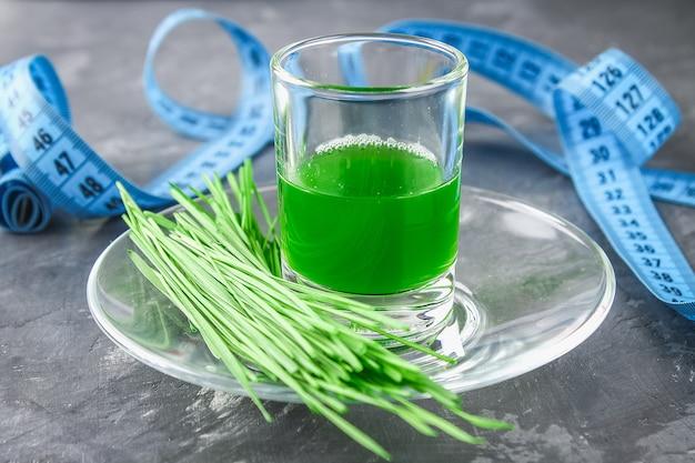 Colpo di wheatgrass. succo d'erba trend della salute.