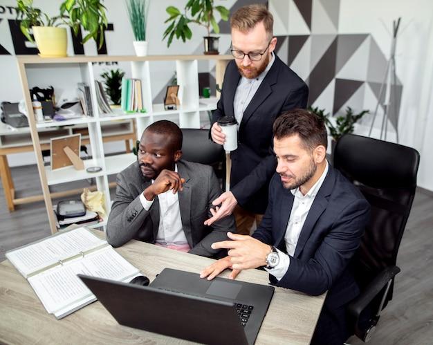 Colpo medio di uomini d'affari