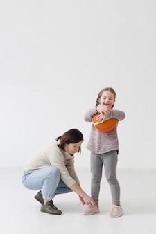 Colpo pieno della figlia e della madre