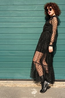 Colpo pieno di donna alla moda