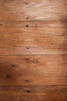 Colpo verticale del primo piano di una parete di legno - grande per fondo o un blog