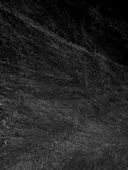 Colpo verticale della scala di grigi di una superficie nera