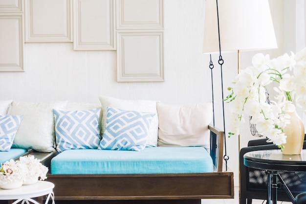 Comodo cuscino sul divano
