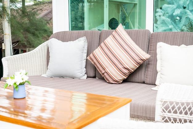 Comodo cuscino sul patio esterno