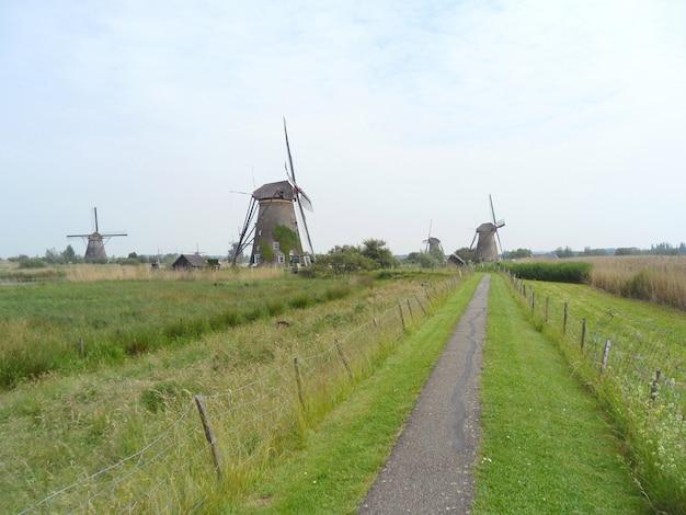 Complesso storico olandese del mulino a vento di kinderdijk, nei paesi bassi