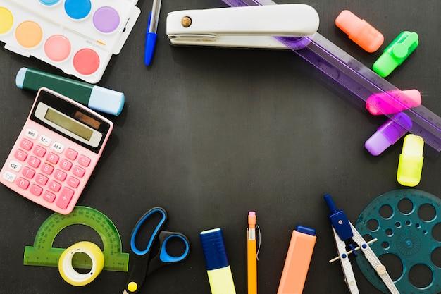 Completo di materiali scolastici