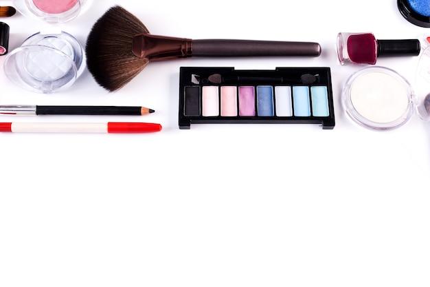 Componga la collezione di cosmetici di bellezza