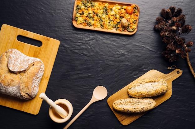 Composizione alimentare italiana con pane