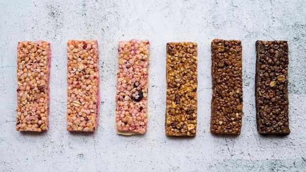 Composizione alimentare sana con barrette proteiche