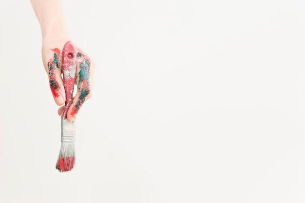 Composizione artistica con vernice e pennello