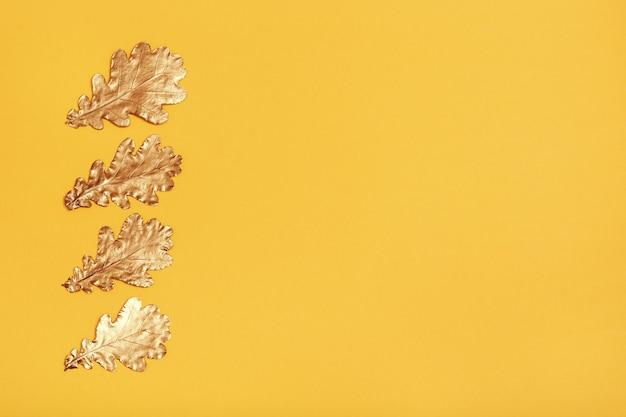 Composizione autunnale con foglie d'oro