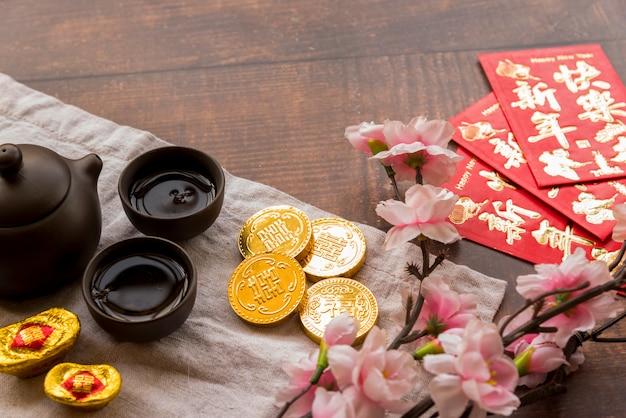 Composizione cinese del nuovo anno con il tè