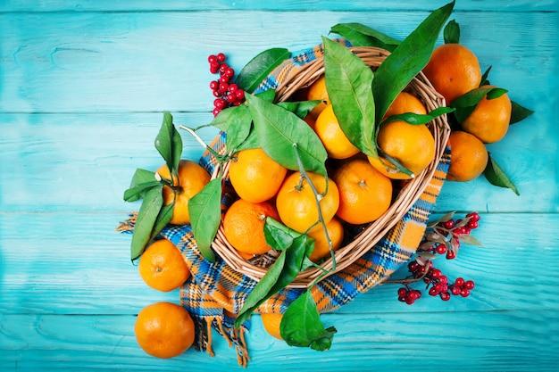 Composizione con mandarini freschi