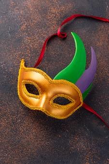 Composizione del mardi gras con maschera di carnevale