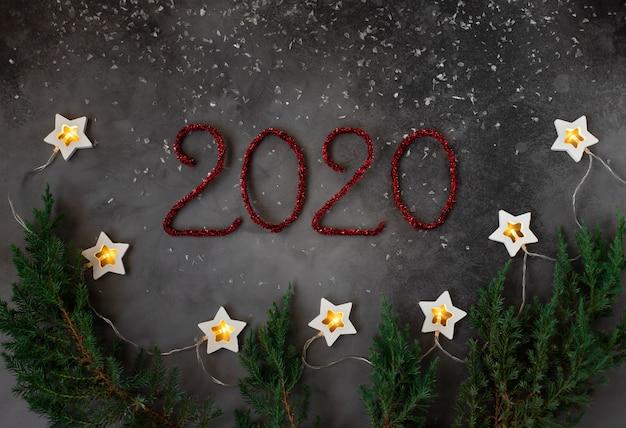 Composizione del nuovo anno con decorazioni per le vacanze invernali