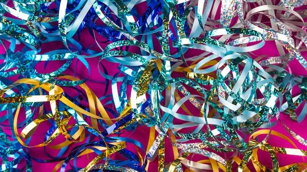 Composizione del partito con coriandoli colorati