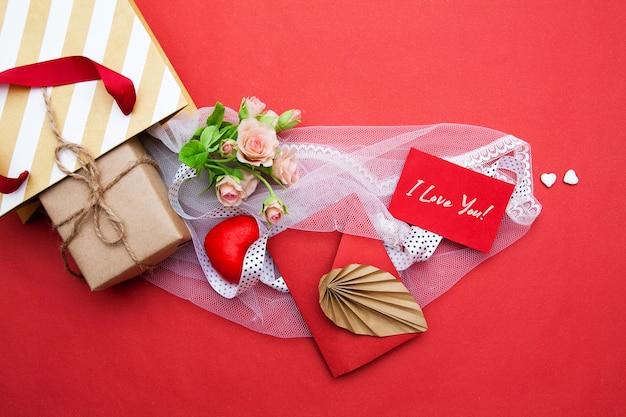 Composizione del sacchetto del regalo di san valentino. concetto di san valentino