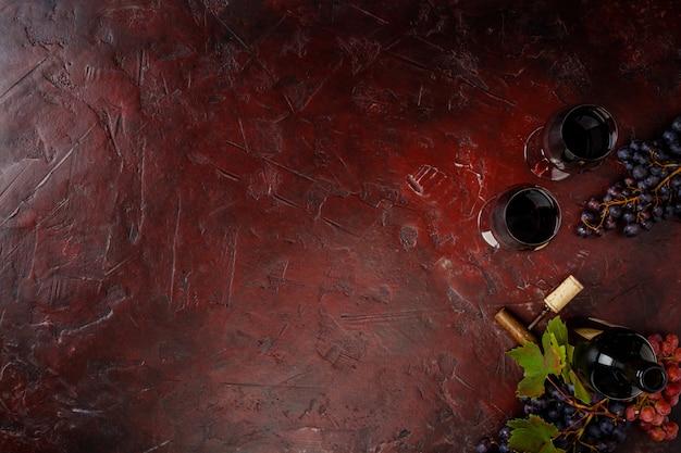 Composizione del vino su fondo rustico