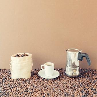 Composizione di caffè fresco