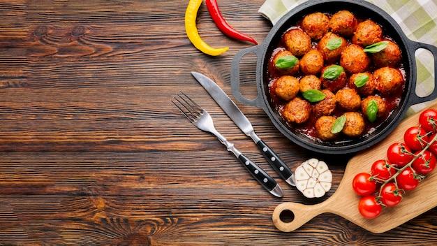 Composizione di cibo italiano piatto laici con copyspace
