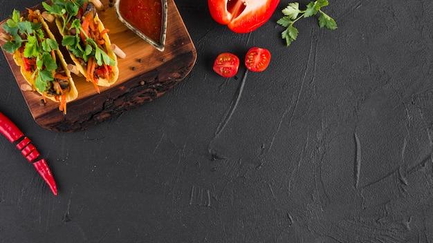 Composizione di cibo messicano piatto laici con copyspace