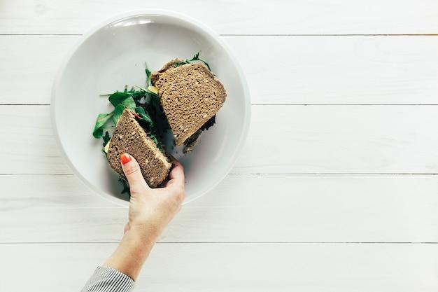 Composizione di cibo sano con pane