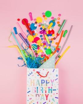 Composizione di compleanno piatta