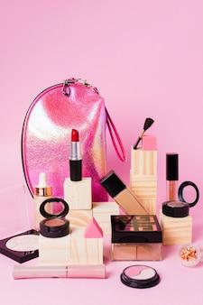 Composizione di cosmetici trucco e beauty case