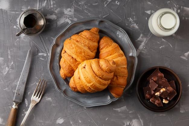 Composizione di croissant dolci vista dall'alto