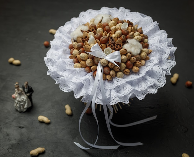 Composizione di design sotto forma di un bouquet da sposa originale