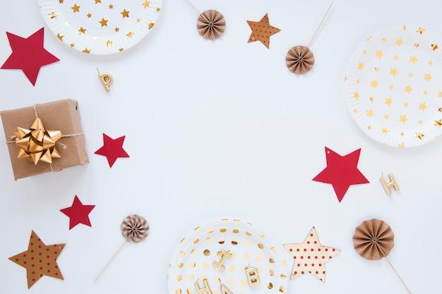Composizione di diversi oggetti di compleanno