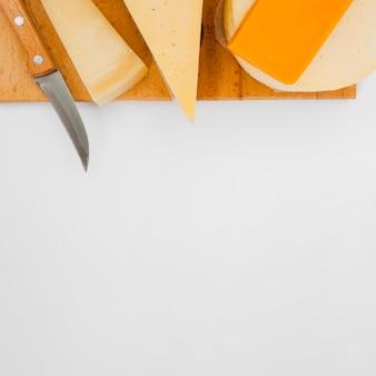 Composizione di diversi tipi di formaggio